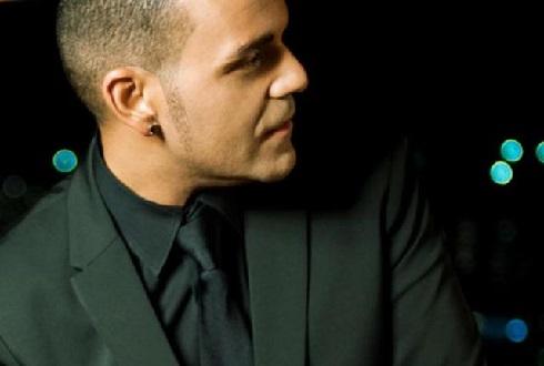 """El cantante Gerson Galván presenta en directo su nuevo disco titulado """"Silencios"""""""