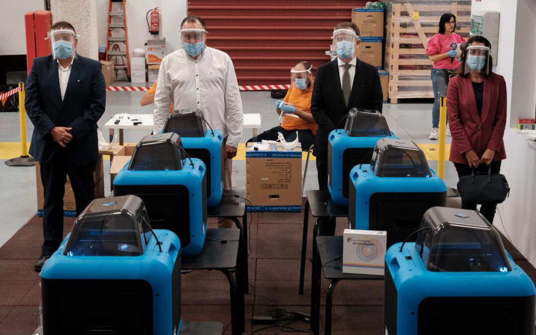 Bankia y Fundación La Caja de Canarias compran diez  impresoras 3D  que fabrican máscaras de protección contra el Covid-19