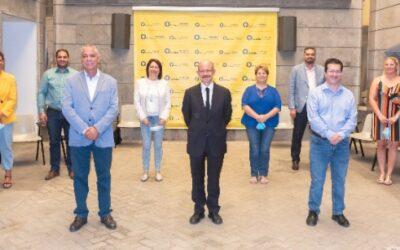 La Fundación La Caja de Canarias concede 120.000 euros a los municipios para facilitar a 1.200  escolares el acceso a material escolar